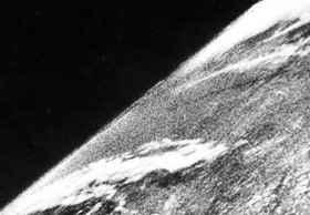 第一张从太空拍摄的照片